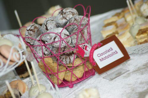 Ciocolată Mototolită și Suedezul Digestiv - Candy Bar