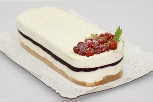 Tort Mai mult ca Perfect cu cioco albă, iaurt, frișcă, mure YUMMMY!