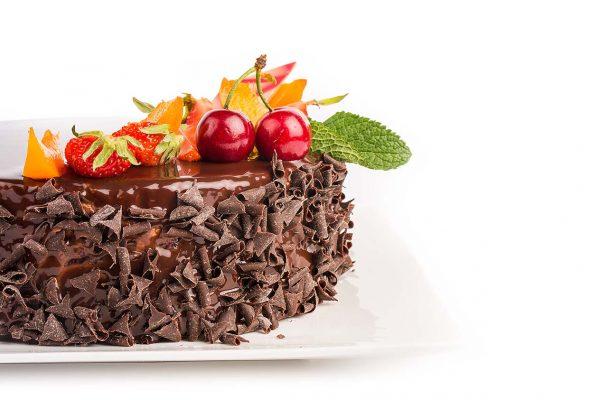Tort Pădurea Neagră - Blat de Cacao, Cremă de Ciocolata, Jeleul de Vișine cu Vișine Întregi, Mousse de Ciocolată cu Lapte și Glazură Oglindă de Ciocolată